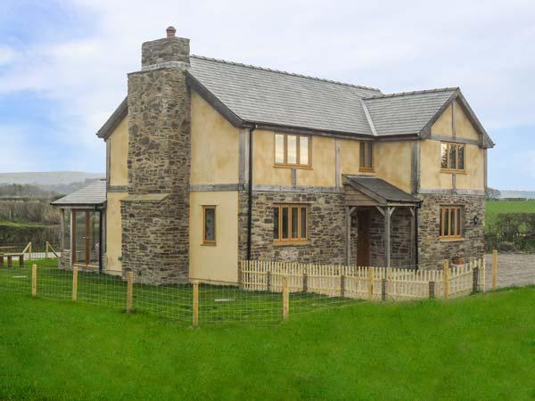 UPPER CLOSE, detached, woodburner, enclosed garden, countryside views, Kington - Image 1 - Kington - rentals