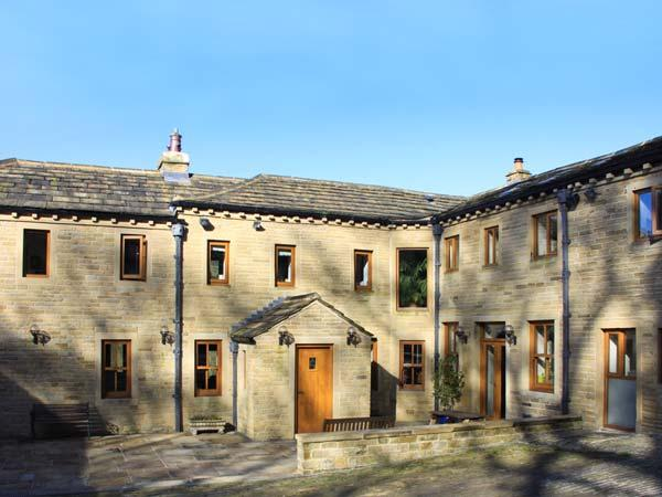 SPRINGFIELD FARM, detached, private grounds, hot tub, WiFi, nr Hebden Bridge, Ref 933765 - Image 1 - Hebden Bridge - rentals