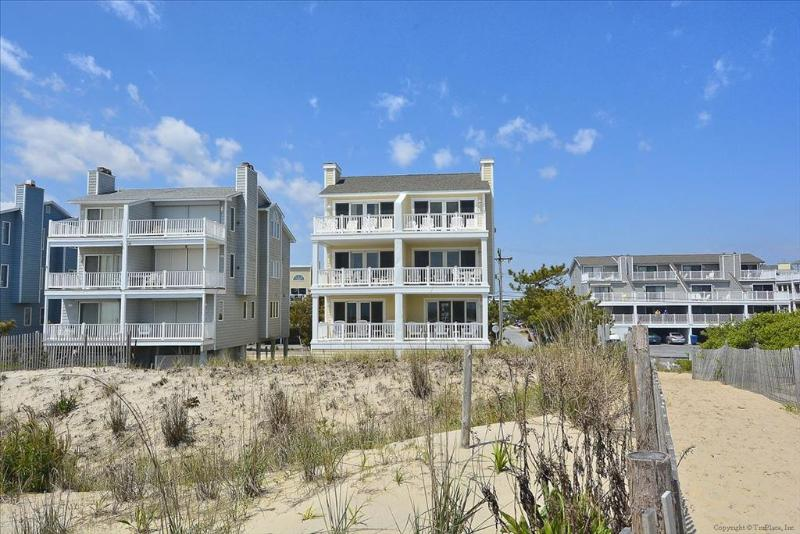 Lovely oceanfront townhouse with great views from the deck! - Image 1 - Fenwick Island - rentals