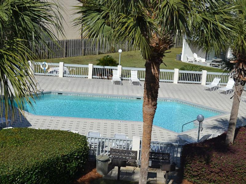 1 of the 2 Pools. Grill Area Next To Pools ! - WE OWN 16 CONDOS CALL US FIRST ! - Panama City Beach - rentals