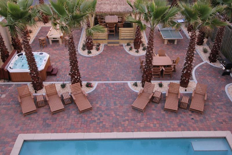 Resort Backyard! Large pool, pool table, ping pong, baggo pit, tiki hut 18 palms - Private, resort rivaling 18 palm tree backyard oasis and private beach access - Destin - rentals