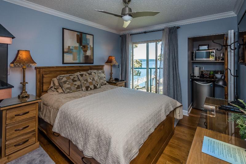 Gorgeous oceanfront Hotel suite - Romantic Oceanfront Hotel Suite - Ladysmith - rentals