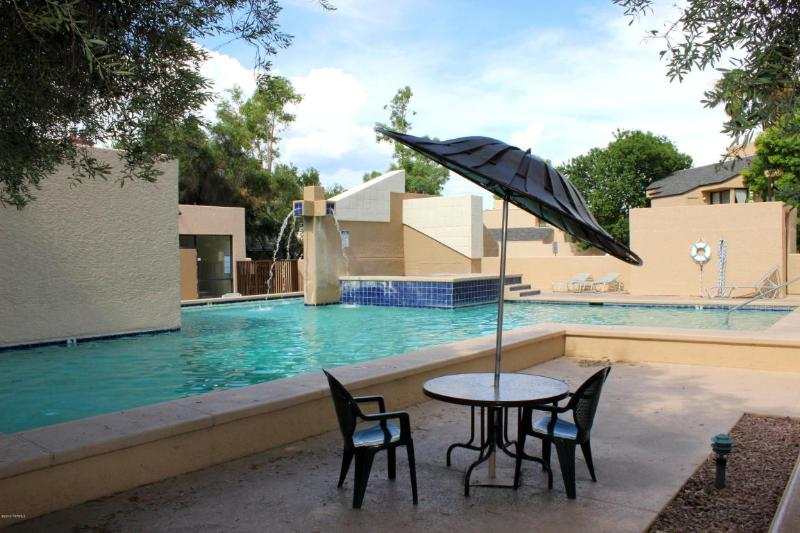 Large pool just steps from the back patio of this condo. - Desert Callisto at Tanque Verde - Tucson - rentals