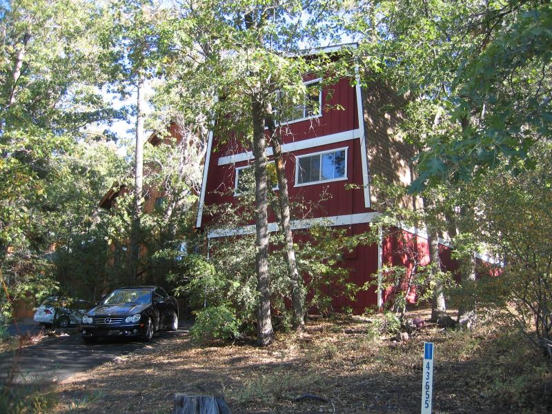 Front of the cabin. Beautiful time of the year - *** LABOR DAY holiday special*** Inquire now - Big Bear Lake - rentals