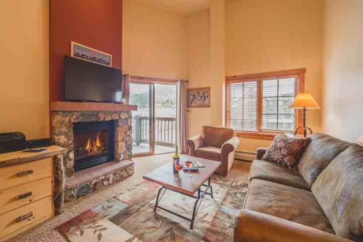 Cuddle By The Fire In This Warm and Comfortable Condo With Mountain Views! - Desirable River Run Village. Short Walk To Gondola. Book Now For Fall Foliage, Holidays, Ski Season - Keystone - rentals