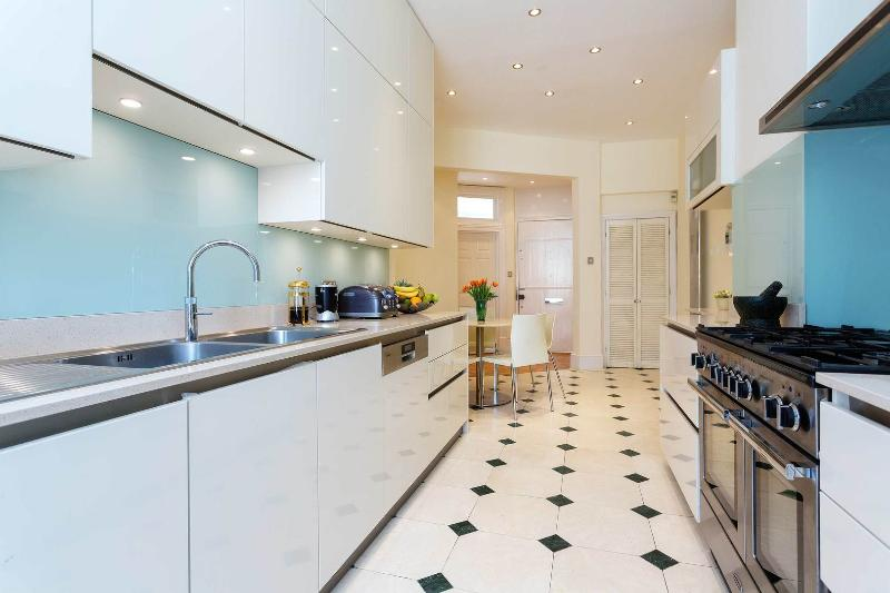 A bright and spacious apartment in South Hampstead - Image 1 - London - rentals