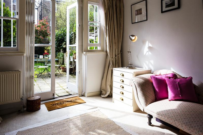 A sweet and charming apartment in  Notting Hill. - Image 1 - London - rentals