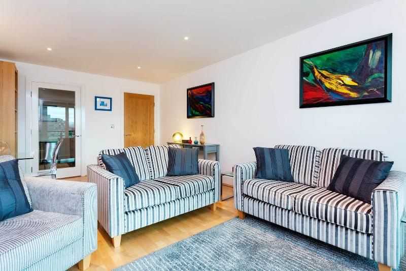 A sleek and modern apartment in St George's Wharf. - Image 1 - London - rentals