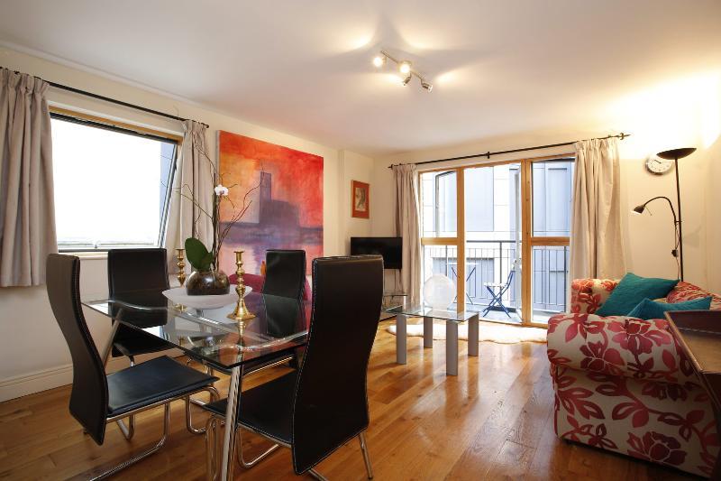 Stunning, Modern 2 Bed apartment, Barbican - Aldersgate St - Image 1 - London - rentals