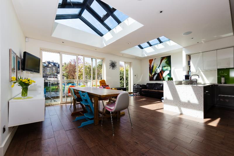 A bright and modern six bedroom house in North London - Image 1 - London - rentals