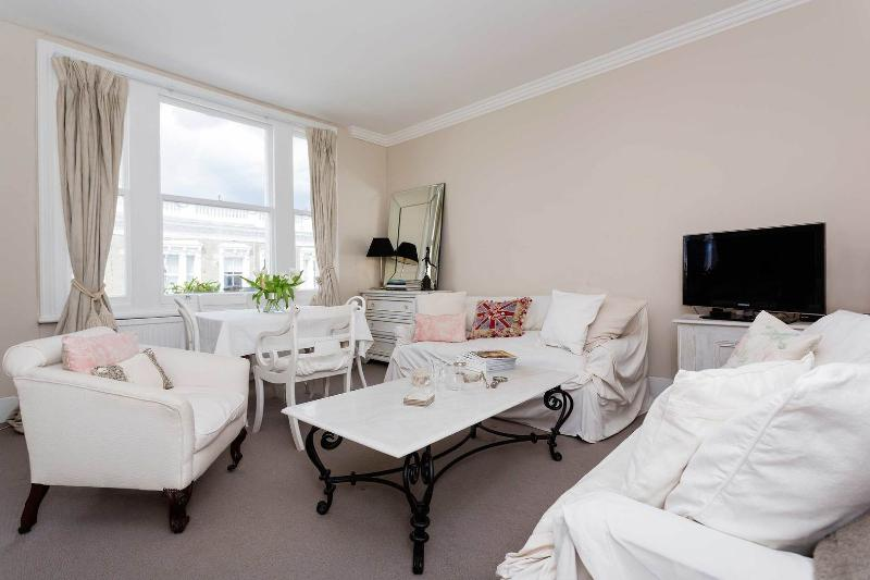 A bright and sweet two bedroom apartment in Kensington. - Image 1 - London - rentals