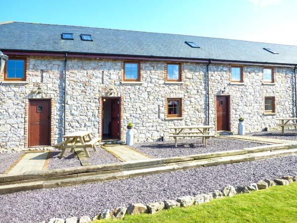 BWTHYN Y WENNOL, open plan, en-suites, surrounded by countryside, Abergele, Ref 10785 - Image 1 - Abergele - rentals