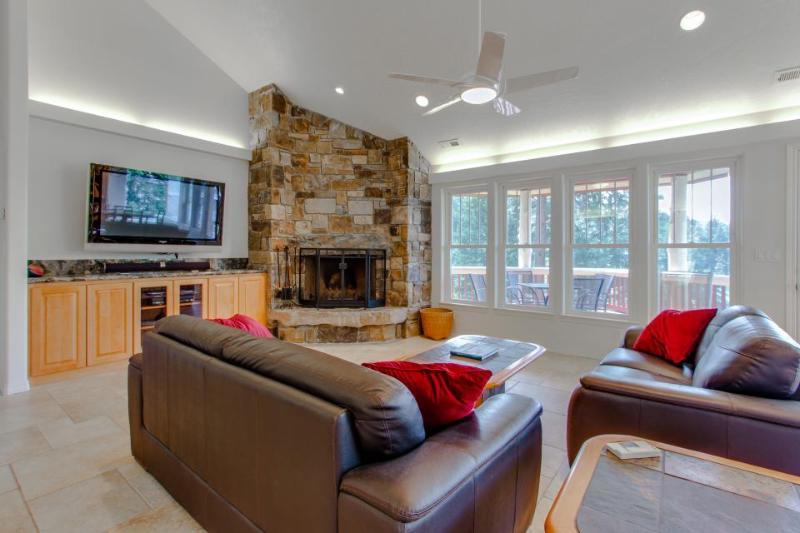 Pristine lakefront home near golf course w/ gourmet kitchen - Image 1 - Hayden - rentals
