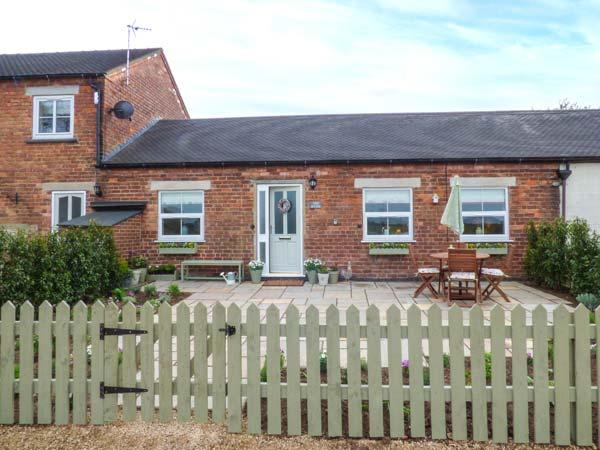 THE BYRE, family-friendly, country holiday cottage, with an enclosed garden in Hollington, Ref 933893 - Image 1 - Hollington - rentals