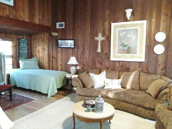 Spacious Living Room - Captain Rogers Place...walk to the beach - Galveston - rentals