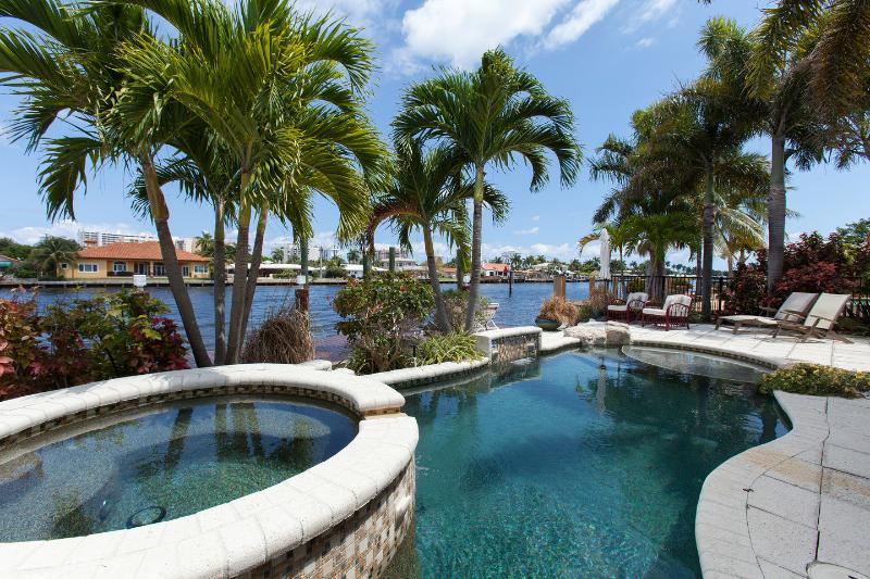The Pool - VILLA DEL MARE, WATERFRONT FAMILY-HOME,POOL & SPA - Pompano Beach - rentals