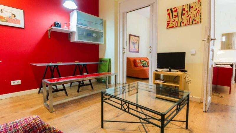 Superbly located 2 bedroom apartment with balconies - Image 1 - Madrid - rentals