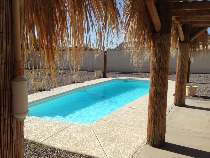Pool / Palapa Bar - Beautiful 4bed/3bath Lake Havasu City home w/ pool - Lake Havasu City - rentals