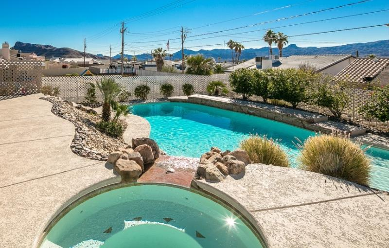 Pool & Jacuzzi with Waterfall - 4bed/3bath home w/ breathtaking Pool & Jacuzzi - Lake Havasu City - rentals