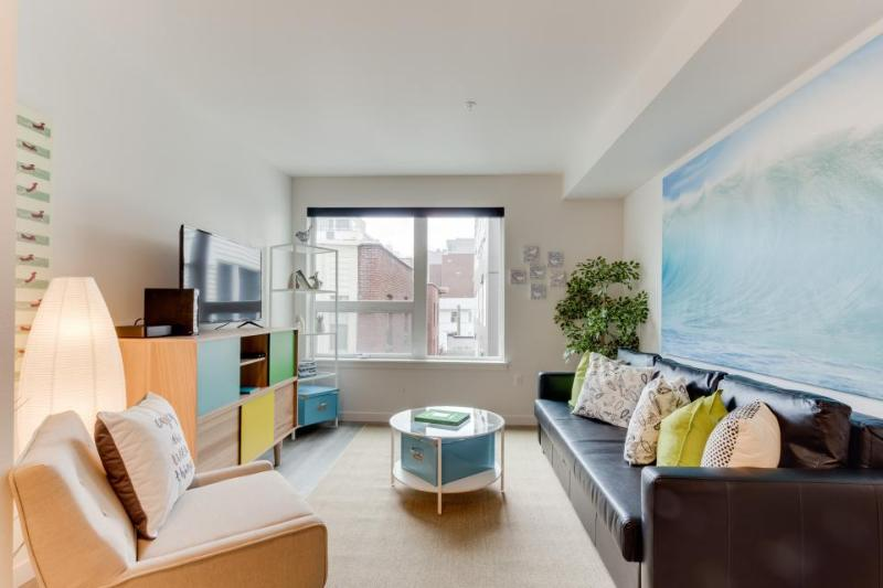 Dog-friendly condo with a shared roof deck, BBQ area, and gym! - Image 1 - Seattle - rentals
