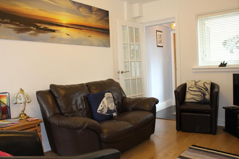 "Cosy lounge with 32"" L.G. T.V. with Freeview and complimentary wifi. - Trout Cottage with wifi - Filey - rentals"