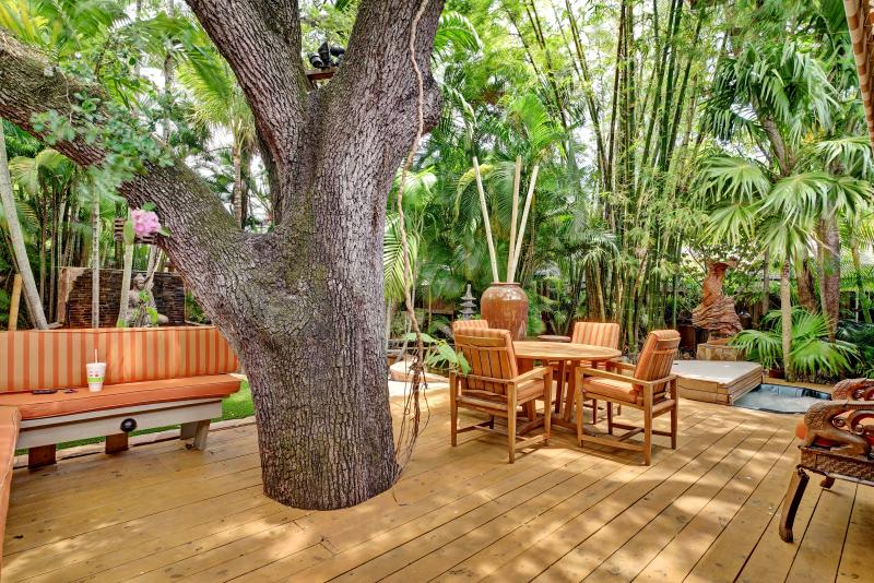 Only 1 Block to Famous Las Olas Blvd!  Resort-Like Backyard with Hot Tub! - Image 1 - Fort Lauderdale - rentals