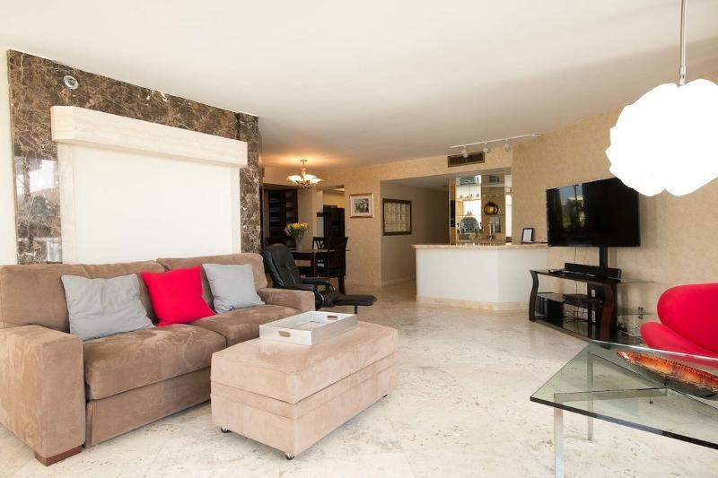 Beautiful corner unit 2 bedrooms - Image 1 - Miami - rentals