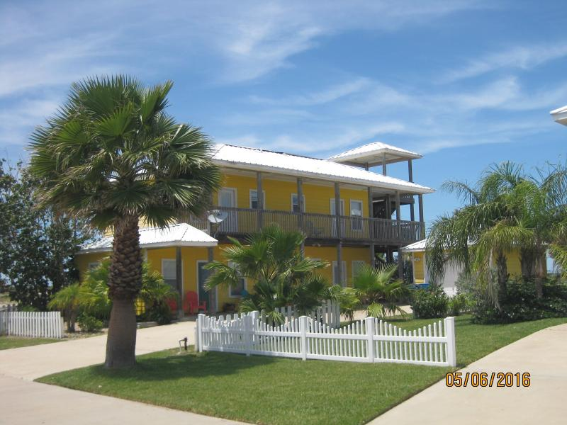 Lemonade House at Mustang Royale - Image 1 - Port Aransas - rentals