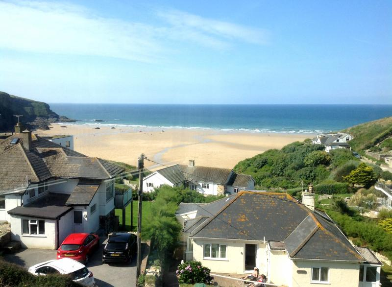 Beautiful view of Mawgan Porth beach from the house - Mawgan Porth holiday house with amazing sea views - Mawgan Porth - rentals