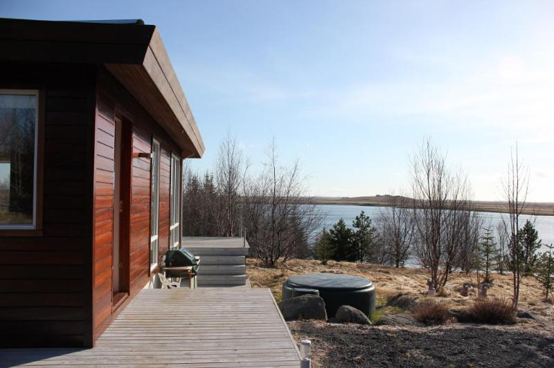 Lakehouse next to a golf course - Image 1 - Arborg - rentals
