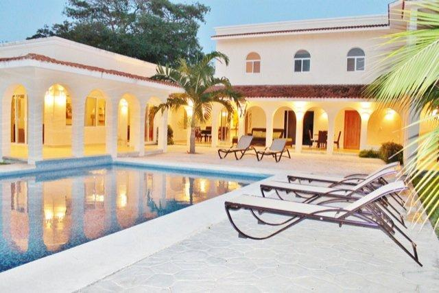 Casa Rosa - Entire City Block, Huge Pool, Absolutely Privacy&Security - Image 1 - Cozumel - rentals