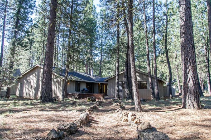 Spacious family-friendly home with great resort amenities! - Image 1 - Black Butte Ranch - rentals
