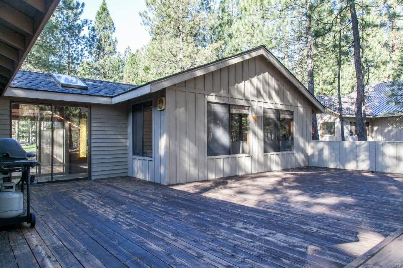 Spacious family-friendly home with shared hot tub & pool! - Image 1 - Black Butte Ranch - rentals