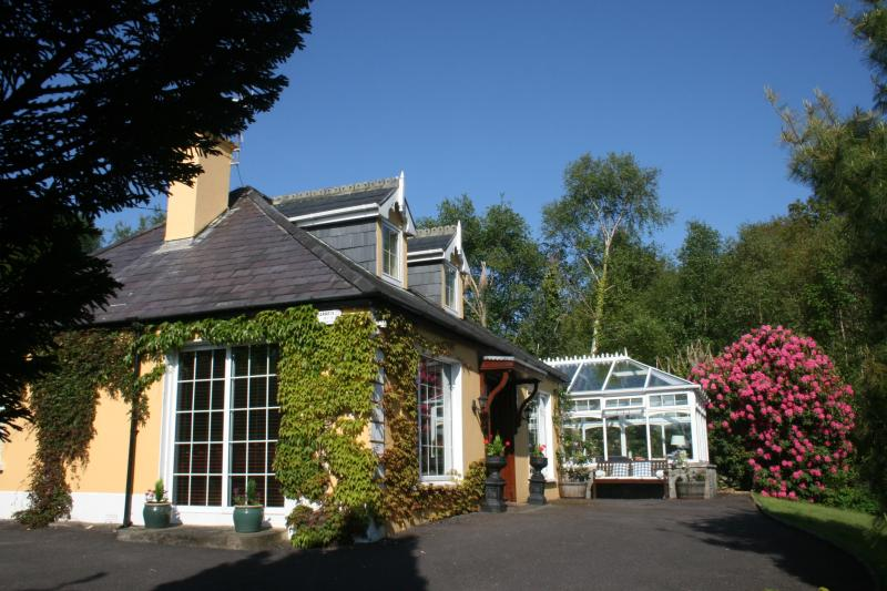 Golden Pond Lodge,  Luxury, 5 mins from village. - Image 1 - Killorglin - rentals