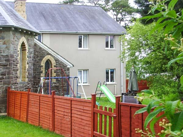 LLYGAD Y DYFFRYN LOWER, enclosed shared garden, ground floor apartment, WiFi, nr Llandysul, Ref 926896 - Image 1 - Llandysul - rentals
