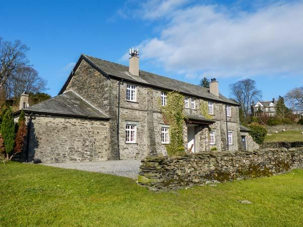 THIRLMERE one of eleven in a courtyard, woodburning stove, pet-friendly in Sawrey Ref 935817 - Image 1 - Sawrey - rentals