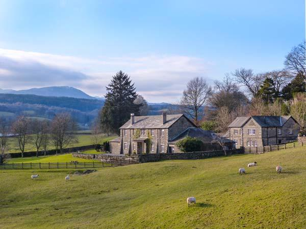 WASTWATER one of eleven apartments in a courtyard setting, woodburning stove, pet-friendly in Sawrey Ref 935822 - Image 1 - Sawrey - rentals