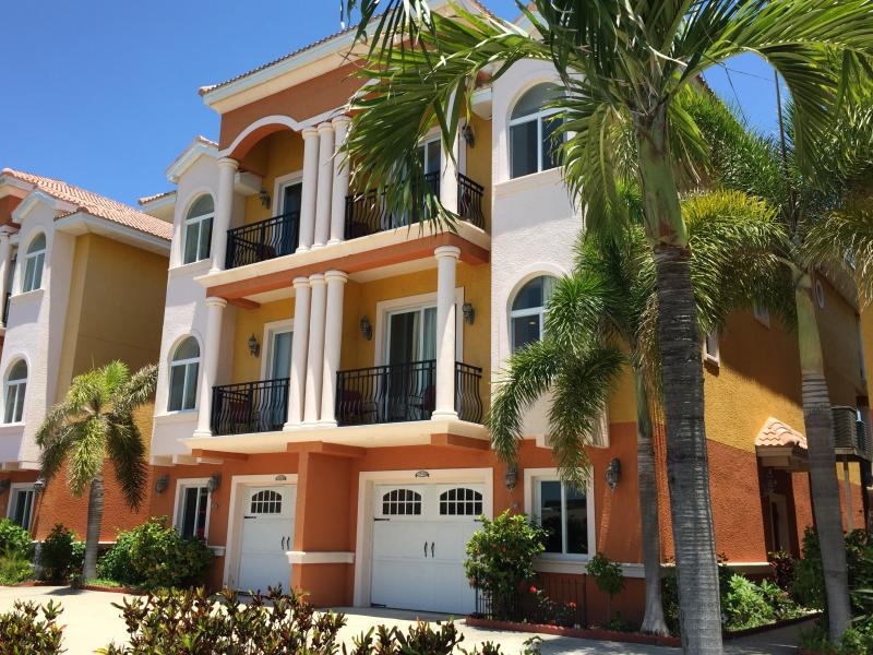 Please note that pictures are representative from one of our three town-homes. - Waterfront Beach Townhouse: The Best of the Beach and the Bay - Redington Shores - rentals