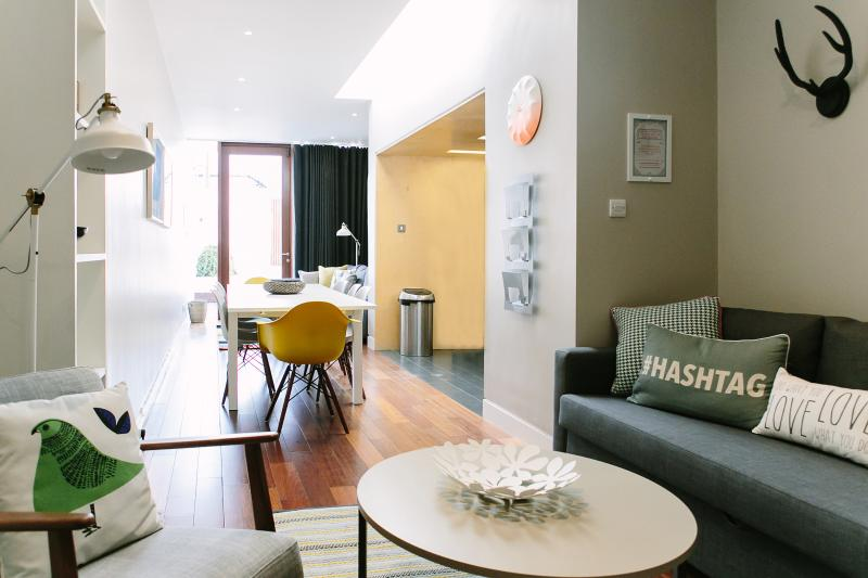 Modern Pad, Sleeps 8/10. City 15 mins by bus - Image 1 - Dublin - rentals