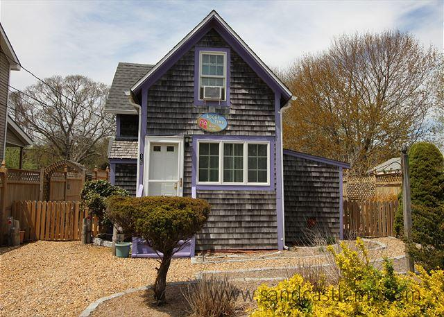 COZY,CUTE COTTAGE NEAR TOWN & BEACH. - Image 1 - Oak Bluffs - rentals