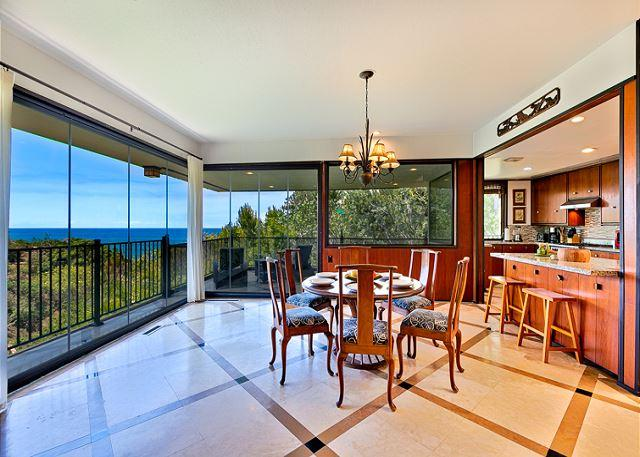 Living Area has open floor plan, with new retracting doors keep it light and bright, and a beautiful view of La Jolla Cove to boot! - Private home with ocean views and private hot tub - La Jolla - rentals