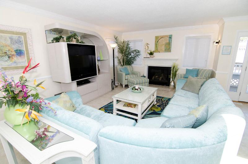 "Beautiful spacious living area with 40"" flat screen - Gorgeous Bay Front House Unit A1 - Ocean City - rentals"