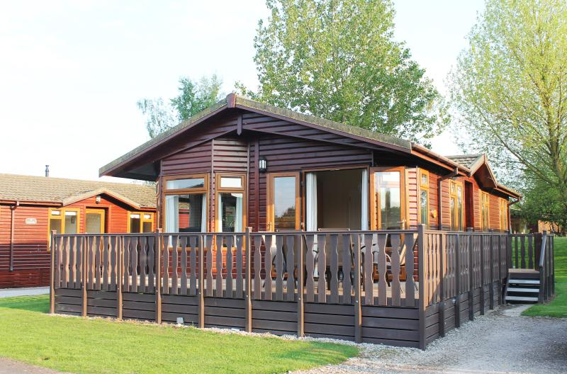 Luxury Holiday Lodge with shared Pool. - Image 1 - Carnforth - rentals
