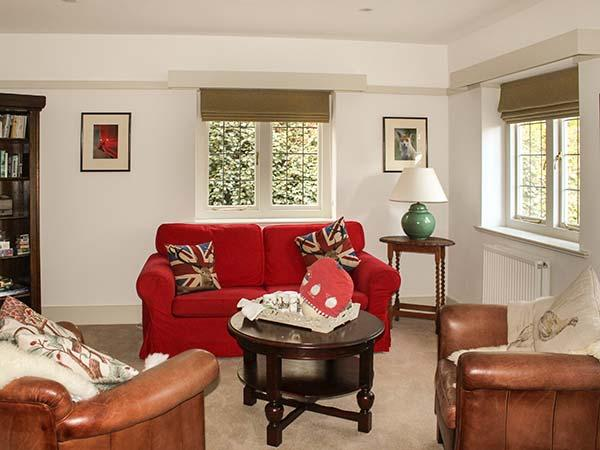 HUNTERS LODGE, family friendly, luxury holiday cottage, with a garden in East Anstey, Ref 8527 - Image 1 - Dulverton - rentals