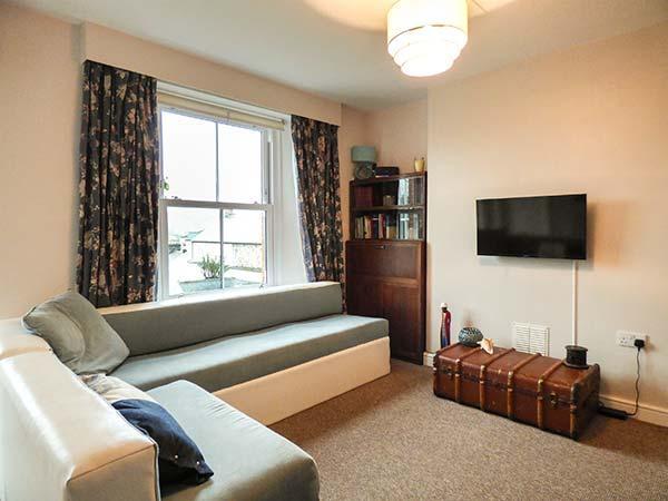 PRIMROSE COTTAGE, fantastic base, ground floor bedroom, lawned garden, Lostwithiel, Ref 923965 - Image 1 - Lostwithiel - rentals