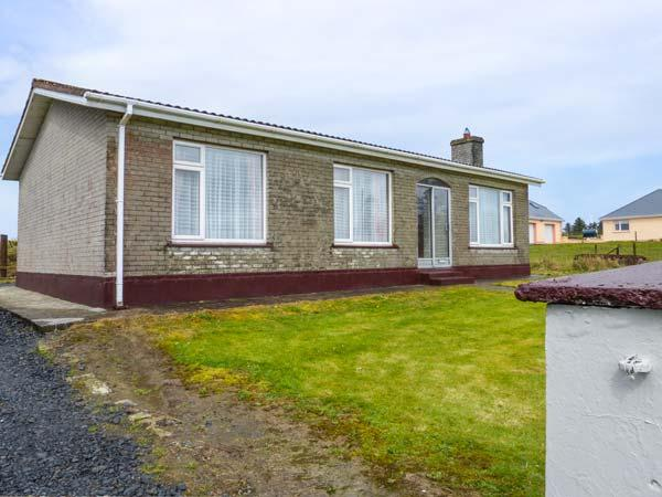 HIGH ROAD HOUSE, all ground floor, open fire, lawned garden, Abbeyfeale, Ref 927613 - Image 1 - Abbeyfeale - rentals