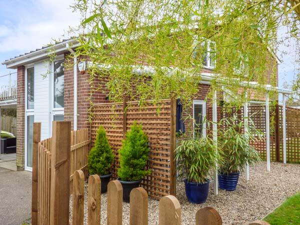 END RETREAT, romantic, secluded garden, WiFi, close to Wroxham, Ref 932863 - Image 1 - Wroxham - rentals