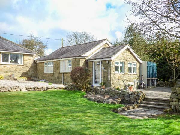 LITTLE ROSE COTTAGE, cosy pet-friendly cottage with WiFi, patio, woodburner, High Birstwith near Harrogate, Ref 933204 - Image 1 - Harrogate - rentals