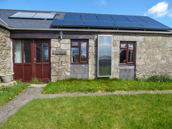 KESTREL CORNER, shared lawned garden, electric coal-effect fire, countryside location, Lanivet, Ref 936828 - Image 1 - Lanivet - rentals