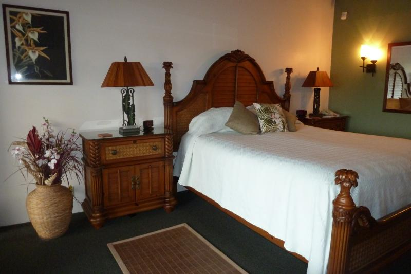Master Bedroom with King Bed - Hanalei Bay Resort - Great Views & Ideal Location - Princeville - rentals